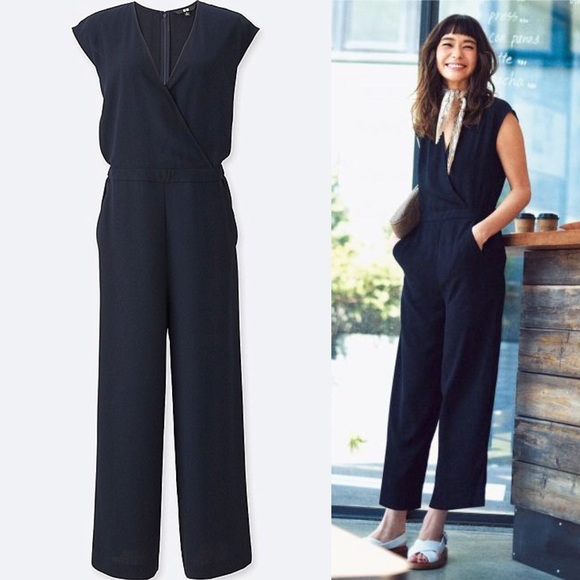 3245e391d74 Uniqlo Navy Cross Front Wide Leg Jumpsuit. M 5a7a12a4fcdc3179a0475244